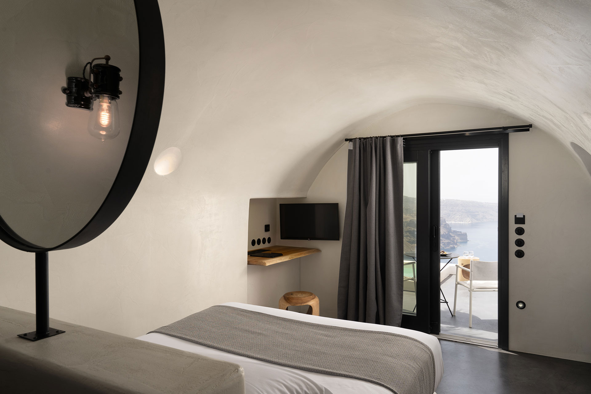 Luxury Cave with Caldera View & Outdoor Hot Tub